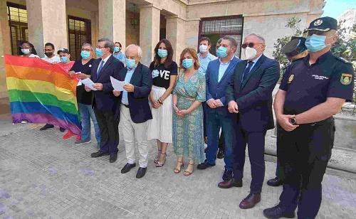 Subdelegación y Ayuntamiento se une a la reclamación de una sociedad más igualitaria el Día del Orgullo LGTBI