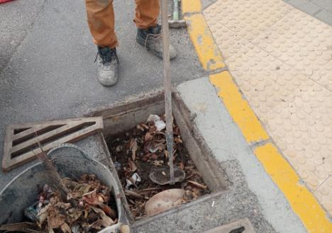 El Ayuntamiento de Vera acomete un plan extraordinario de limpieza de imbornales