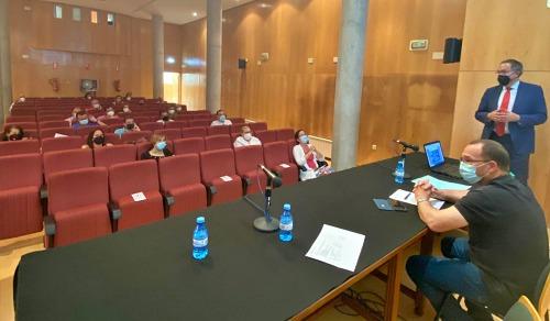 La Junta detalla en la comarca de Los Vélez el bono turístico y el distintivo Andalucía Segura