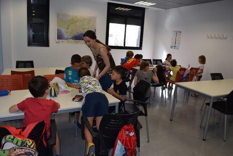 La Escuela de Verano de Gádor abre sus puertas con 80 niños