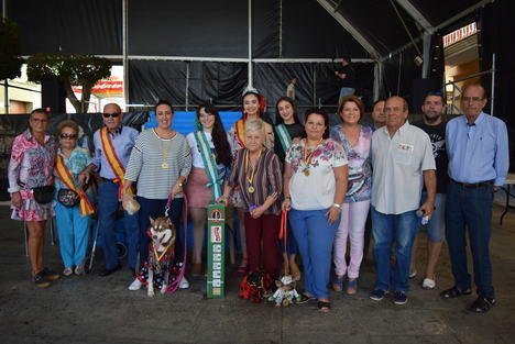 """""""Sena"""", la perrita flamenca, ganadora del concurso de mascotas de Feria"""