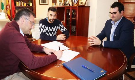 Lupión firma las obras de vallado del Parque de la Alpujarra