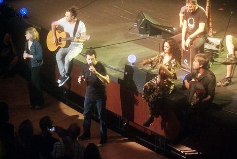 Manolo García muestra su carisma con un concierto en Roquetas