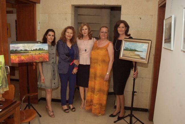 Exposición de pinturas de Isabel Toresano y María Dolores Triviño en el Faro de Roquetas de Mar