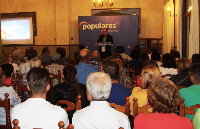 Francisco Lirola reclama el voto para dar respuesta a las necesidades de Dalías