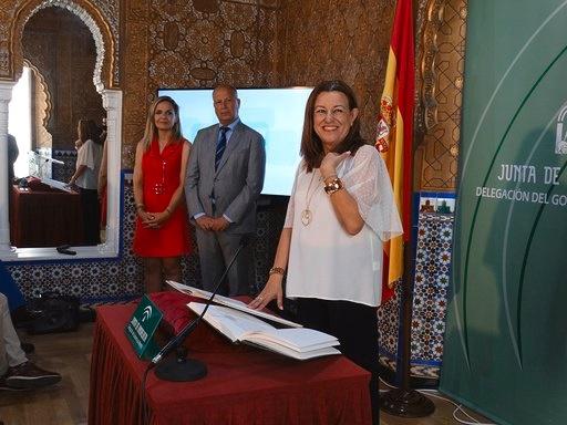 Imbroda preside la toma de posesión de la delegada territorial de Almería