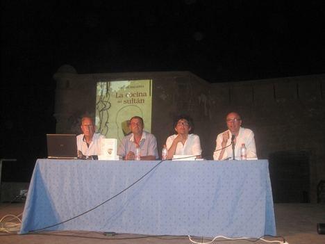 """Carlos Ballesta presenta su libro """"La cocina del Sultán"""" en la explanada del Castillo de Terreros"""