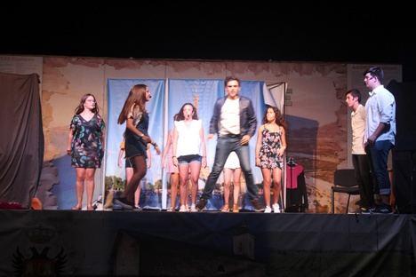 """Los jóvenes de Secundaria de Pulpí interpretan """"Mamma mía, una y otra vez"""""""