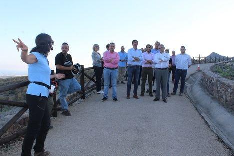 El vicepresidente de la Junta de Andalucía visita la Geoda de Pulpí