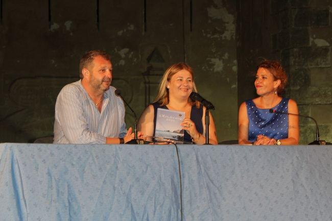 """Isabel Romero presenta su libro """"Los Monstruos no son invencibles"""" en Pulpí"""