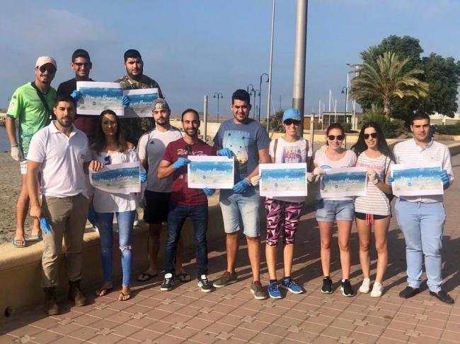 """NNGG inicia en las playas de Adra su campaña """"Mar sin basura, un paso más"""""""