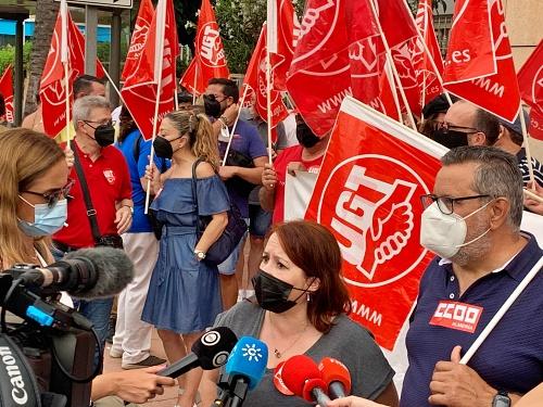 Los sindicatos se concentran ante Asempal por la siniestralidad