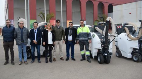 Tres nuevas aspiradoras eléctricas entran en servicio en Níjar
