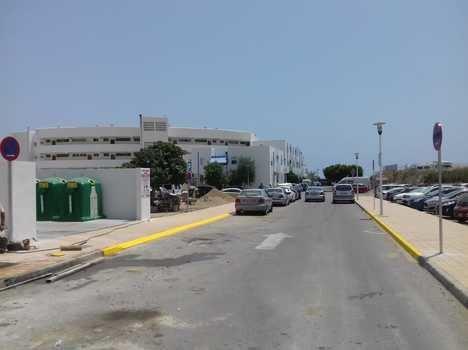 El Ayuntamiento instala un nuevo punto de recogida de basura en Las Negras