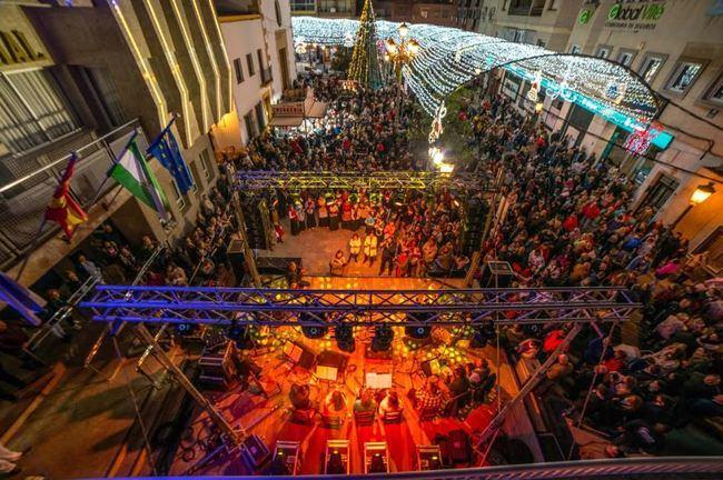 Roquetas se echa a la calle con las luces de Navidad