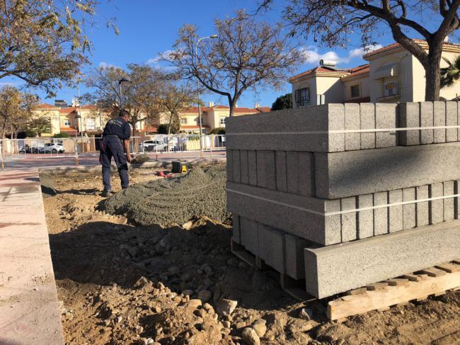 Comienza la construcción de una nueva zona de juegos infantiles en el barrio de Villa María