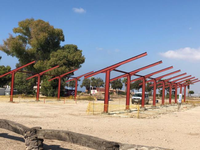 Instalan placas fotovoltaicas en el campo municipal de golf de El Toyo