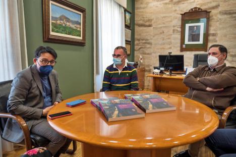 El IEA entrega a Alhama de Almería 200 ejemplares sobre Nicolás Salmerón Alonso