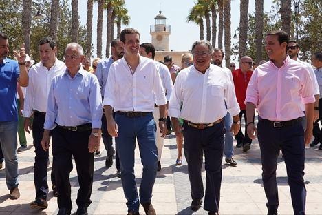 """Casado critica los """"bandazos"""" del Gobierno en inmigración, economía y política internacional"""