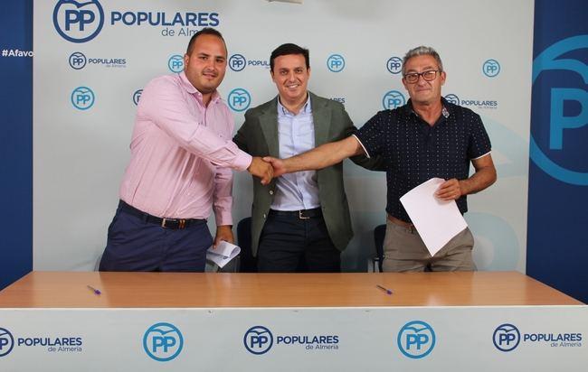 Firmado el pacto PP y UCIN en Íllar