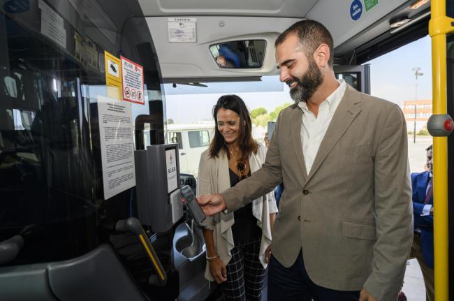 Tres líneas de bus permiten el pago con móvil