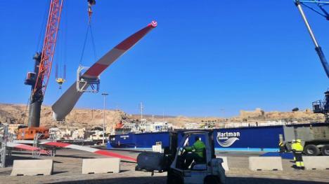 Cuarto envío de palas eólicas desde el Puerto de Almería hasta Alemania