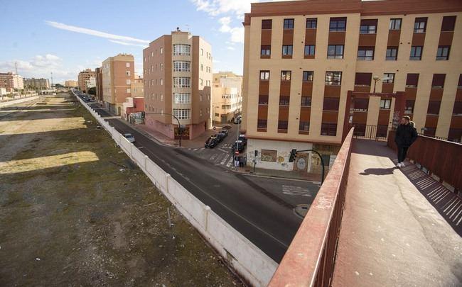 La pasarela de Sierra Alhamilla será cortada para su reparación integral con iluminación ornamental