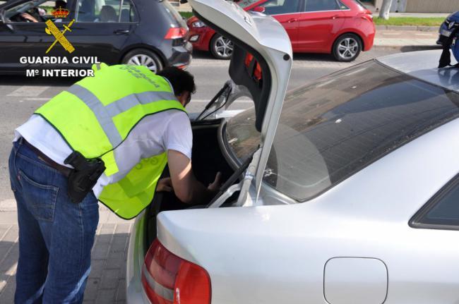 Detenida en un control de carretera con 148 plantas de marihuana en el coche