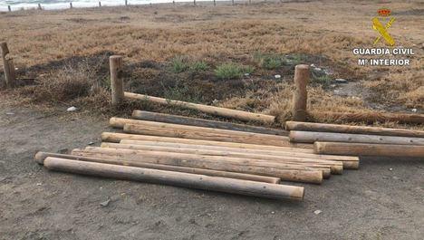 Detenido por sustraer 1.000 postes de protección de una playa de Mojácar