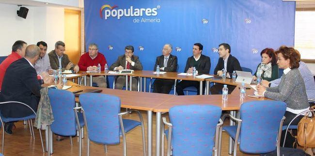 Amat traslada a las organizaciones agrarias el compromiso del PP con el sector