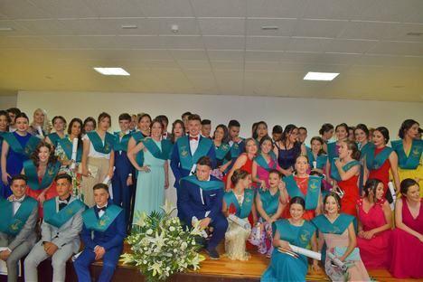 Alumnos del IES de Campohermoso se despiden con la tradicional puesta de bandas