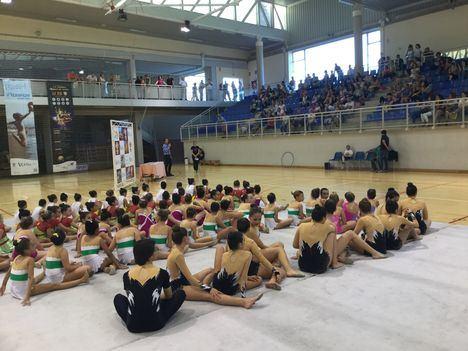 La gimnasia rítmica de Vera celebra su fin de curso