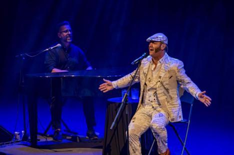 Paco Candela llena de emoción el Auditorio con sevillanas y cantes flamencos