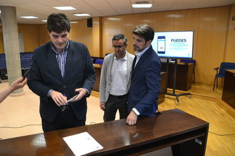 Los roqueteros pueden ya pagar sus recibos a través del móvil con la aplicación municipal
