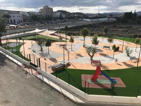 Trabajos de mejora y nuevo acceso por ascensor en el parque infantil 'Payaso Fofó' de Albox