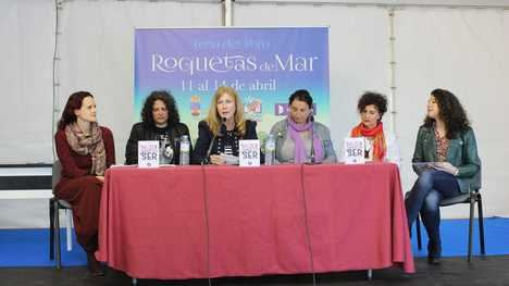 La Feria del Libro de Roquetas arranca con el pregón de Inocencio Arias