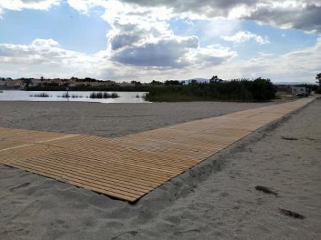 Nuevo camino de madera para unir las orillas de la Laguna entre Puerto Rey y Las Marinas de Vera