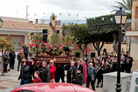 La lluvia respeta la procesión de San Sebastián, patrón de Instinción