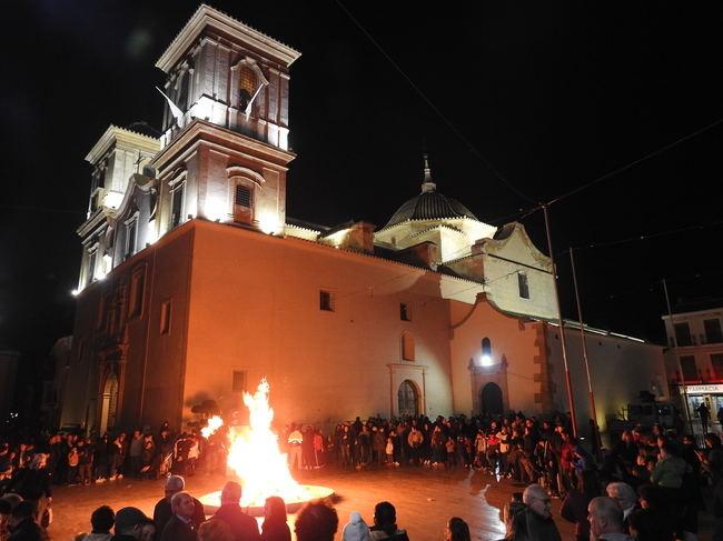 Huércal-Overa resplandece conmemorando la Noche de las Lumbres