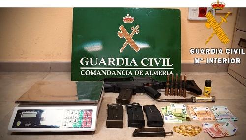 Dos detenidos con municición de guerra en una plantación indoor de marihuana