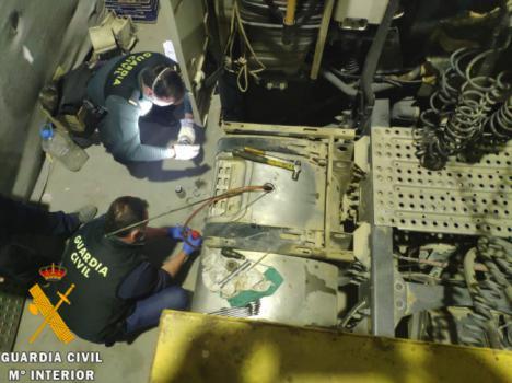 La Guardia Civil interviene más de trece mil litros de gasoil bonificado