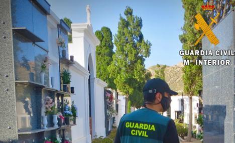 Investigada por denunciar el falso robo de su bolso en el cementerio de Níjar