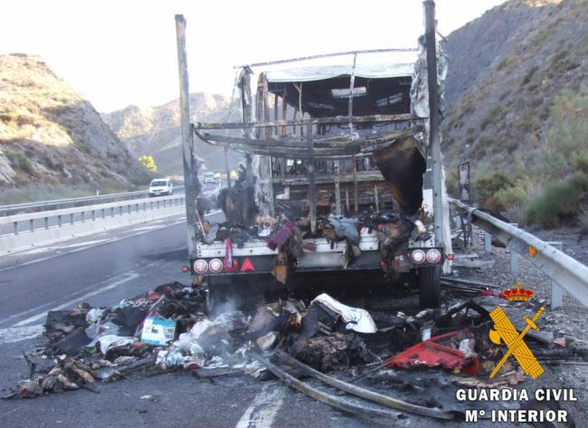 Detenidos porque transportaba droga todos los ocupantes del bus que ardió en Sorbas