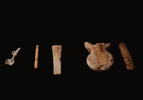 Cinco ídolos antropomorfos del Museo de Almería viajan a una exposición en Portugal