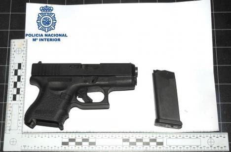 Detenido por amenazar con una pistola de airsoft a una mujer y sus padres