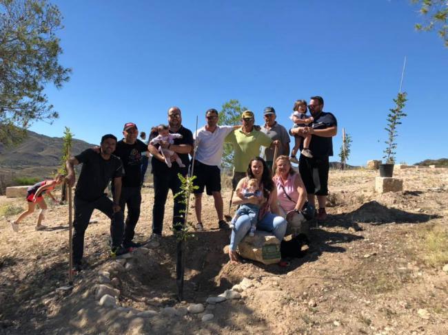 Los pequeños de Huércal Overa reforestan la zona del Calvario