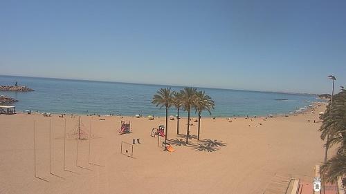 En Roquetas se respetan las distancias en la playa