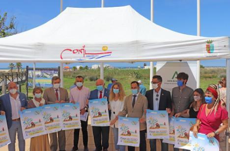 Vera mantiene la única playa sin tabaco en Almería
