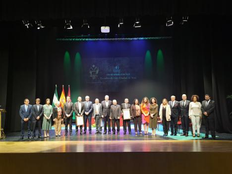 El Ayuntamiento de Vera entrega sus Escudos de Oro en el Día de Andalucía
