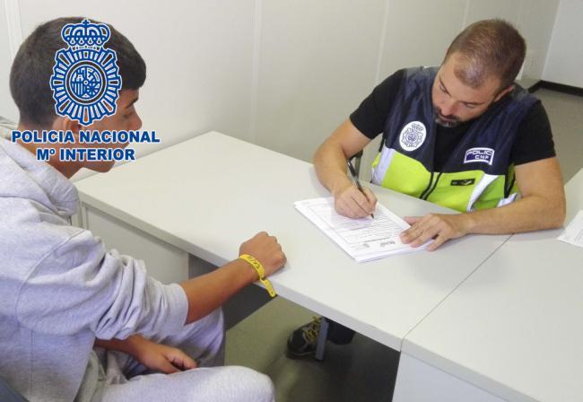 16.500 euros se embolsaron dos 'pateristas' detenidos por traer 11 personas